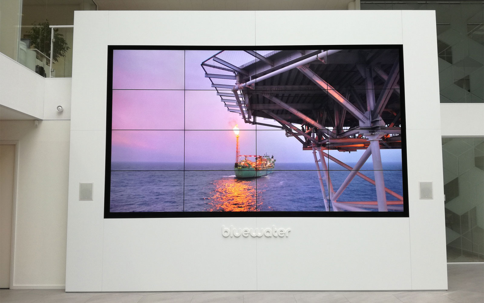 Video wall - CleverDisplay - Bluewater - narrowcasting